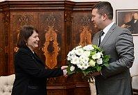 Анна Шаватова и председатель Палаты депутатов Ян Гамачек (Фото: ЧТК)