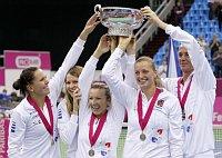 Слева: Люция Градецка, Люция Шафаржова, Квета Пешке, Петра Квитова и Петр Пала (Фото: ЧТК)