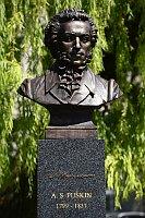 Бюст Пушкина на пражской Пушкинской площади (Фото: ЧТК)