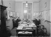 Чиновники банкирского дома Петшек на улице Бредовская, 1927 г. (Источник: коллекция Шойфлер)