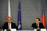 Министр финансов Мирослав Калоусек и премьер-министр Петр Нечас (Фото: ЧТК)