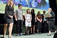 За участие в проекте «Хоспис» ученики средней школы Ясанова были награждены премией Gratias Tibi (Фото: ЧТК)