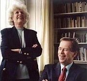 Вацлав Гавел с супругой Ольгой (Фото: ЧТ24)