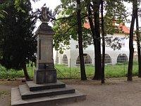 Памятник Йозефу Добровскому