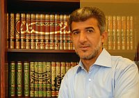 Муниб Хассан ар-Рави в библиотеке (Фото: Эва Турешкова)