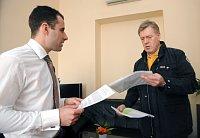 Член городского совета Лукаш Мангарт и владелец такси-службы AAA Йиржи Квасничка (Фото: ЧТК)