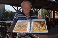 Отакар Беранек показывает часть своей коллекции (Фото: Бржетислав Туречек)
