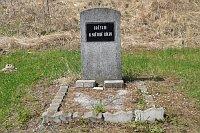 Памятник за школой «Жертвам Второй мировой войны» (Фото: Лубомир Сматана, Чешское радио)
