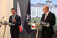 Генеральный секретарь НАТО Андерс Фог Расмуссен и премьер-министр ЧР Богуслав Соботка (Фото: Архив Правительства ЧР)