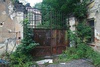 Здание фабрики в городке Брненец (Фото: Павел Вавроушка)