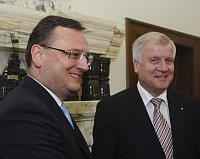 Премьер-министр Чехии Петр Нечас и премьер-министр Баварии Хорст Зеехофер (Фото: ЧТК)