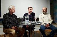 Джон Глэд, Ян Махонин и Валерий Есипов (Фото: Facebook Библиотеки Вацлава Гавела)