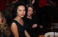 Элина Белтюкова, слева (Фото: Архив сайта Пражского дамского клуба)