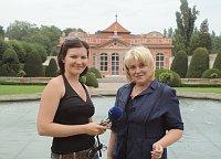 Ася Чеканова и Любовь Полевая в саду Чернинского дворце