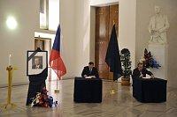 Премьер-министр Петр Нечас и министр иностранных дел Карел Шварценберг (Фото: ЧТК)