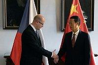 Премьер-министр Чехии Богуслав Соботка и китайский государственный деятель Чжан Гаоли (Фото: ЧТК)