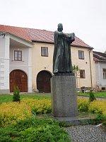 Скульптура Яна Гуса в городке Гусинец (Фото: Катержина Ораторова, Чешское радио - Радио Прага)