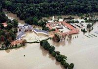 Замок Вельтрусы во время наводнения в 2002 г.