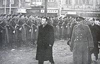 «Народная милиция» и президент Клемент Готвальд, 1948 г. (Фото: ЧТ24)