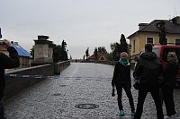Карлов мост из-за наводнений (Фото: Jiří Roun, fotokartmen.cz)