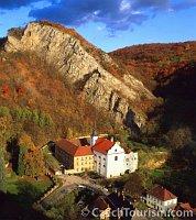 Mонастырь в Святом Яне под Скалой (Фото: CzechTourism)