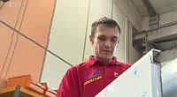 Димитро Кодитек уже работает в фабрике Liko-S в Славкове-у-Брно (Фото: Чешское телевидение)