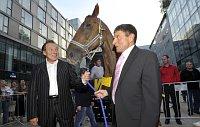 Карел Готт и Йозеф Ваня с Тиуменом (Фото: ЧТК)