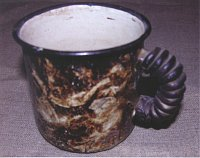 «Чифирбак» - эмалированная кружка (от чифир, или чифирь - особым образом вываренный чай, употребляемый в качестве наркотического средства)