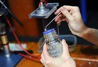 Изготовление нановолокон (Фото: Филип Яндоурек, Чешское радио)