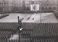 Присяга новобранцев СС на Староместской площади в Праге, 19 апреля 1941 г.